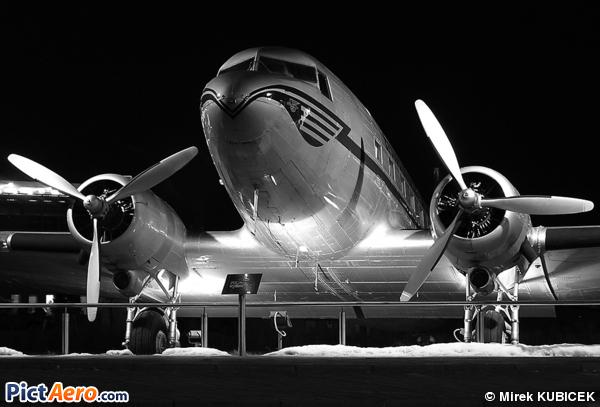 Douglas DC-3-229 (CSA Ceskoslovenske Aerolinie)