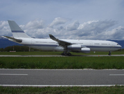 Airbus A340-213 (HZ-124)