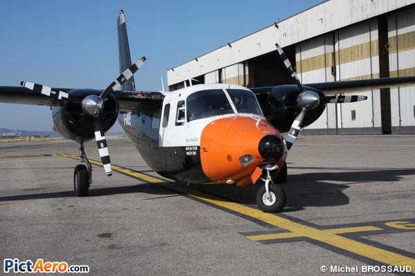 Aero 680E Commander ( Elstree Flying Club )