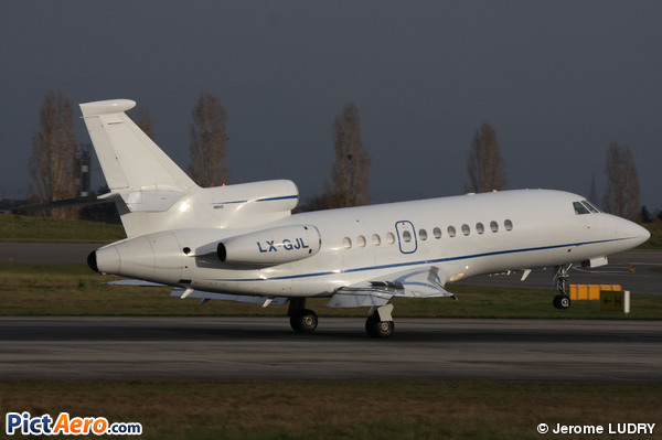 Dassault Falcon 900C (Global Jet Luxembourg)