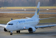 Boeing 737-529 (UR-VVD)