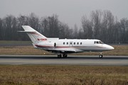 Raytheon Hawker 900 XP (M-ONAV)