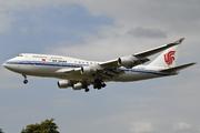 Boieng 747-4J6M (B-2467)