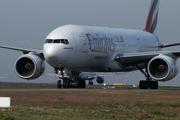 Boeing 777-21H/ER (A6-EMG)