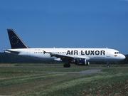 Airbus A320-212 (CS-TNE)