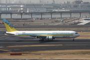 Boeing 767-33A/ER (JA98AD)