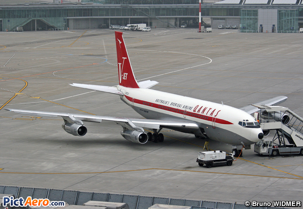 Boeing 707-138B (John Travolta)