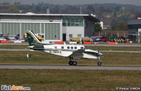 Beech C90B King Air (Makra)