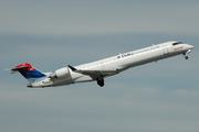 Canadair CL-600-2C10 Regional Jet CRJ-700 (N690CA)