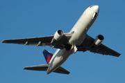 Boeing 767-233/ER (C-GAVC)