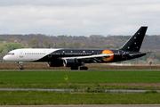 Boeing 757-2Y0 (G-ZAPU)