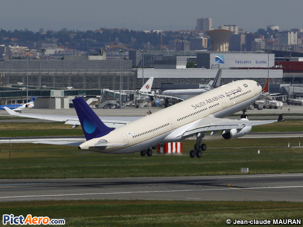 Airbus A330-223 (Saudi Arabian Airlines)