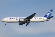 Boeing 767-381F/ER (JA8356)