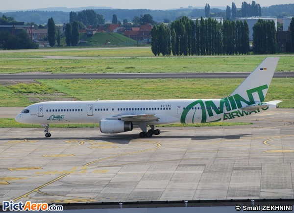Boeing 757-28A (Mint Airways)