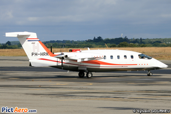 Piaggio P-180 Avanti (Solid Air BV, Eindhoven)