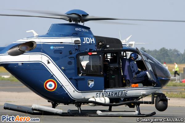 Eurocopter ec 135 t2 jdh france gendarmerie par for T2 sur bordeaux