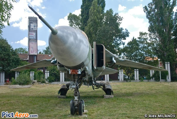 Mikoyan-Gurevich MiG-23 ML Flogger (Bulgaria - Air Force)