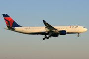 Airbus A330-223 (N856NW)