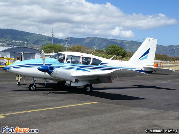 Piper PA-23-250-Aztec E (Aero Club Roland Garros)