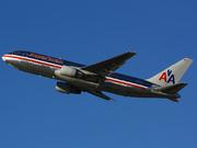 Boeing 767-223/ER (N322AA)