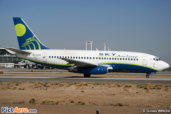 Boeing 737-230 (Sky Airlines)