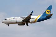 Boeing 737-528