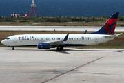 Boeing 737-832 (N379DA)