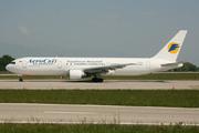 Boeing 767-33AER (UR-AAJ)