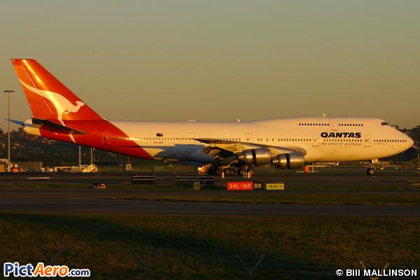 Boeing 747-338 (Qantas)