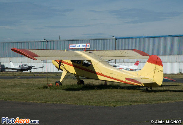 PZL-101 Gawron (Private/Privé)