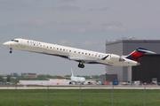 Bombardier CRJ-900 (N133EV)