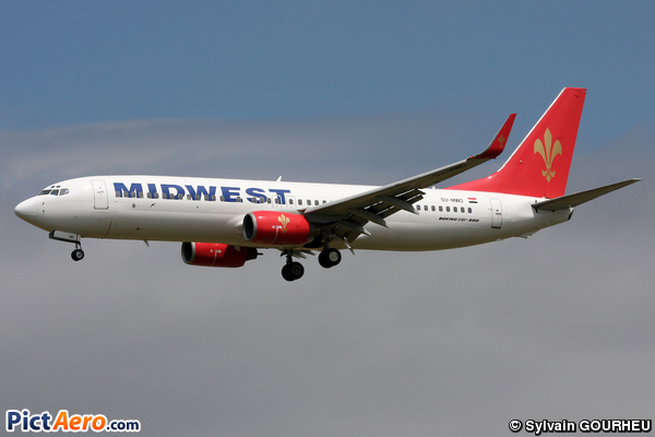 Boeing 737-86N (Midwest Airlines)