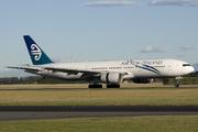 Boeing 777-219/ER (ZK-OKE)