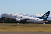 Boeing 737-319 (ZK-NGI)