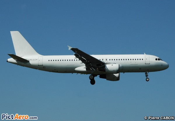 Airbus A320-214 (Smart Lynx )