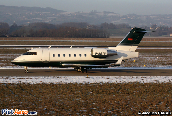 Canadair CL-600-2B16 Challenger 604 (Air Independence)