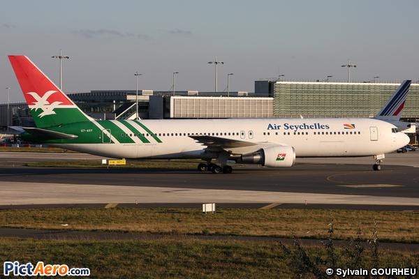 Boeing 767-3Q8/ER (Air Seychelles)