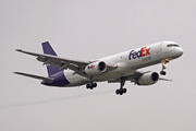 Boeing 757-204 SF (N923FD)