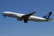 Boeing 777-219/ER (ZK-OKD)