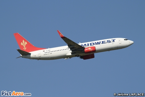Boeing 737-86N (Midwest Airlines)