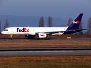 Boeing 757-2B7/SF (N903FD)