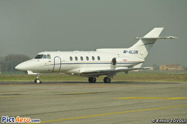 Hawker 700A (Private)