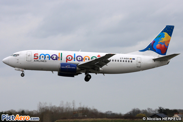 Boeing 737-322 (Small Planet Airlines)