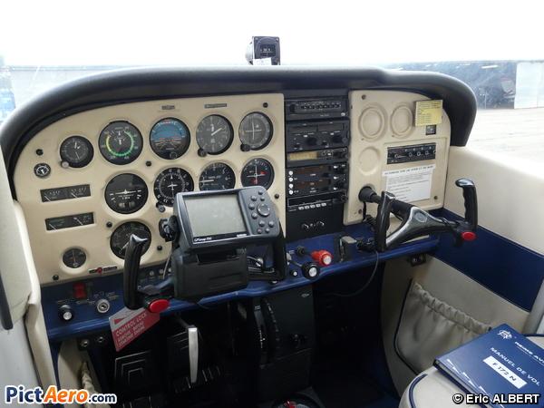 Cessna 172N Skyhawk 100 II (Aéroclub de Guyenne La Réole)