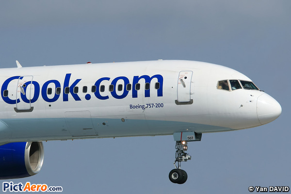 Boeing 757-28A (Thomas Cook Canada)
