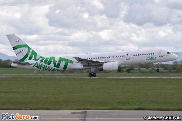 Boeing 757-28A (Mint Airways)