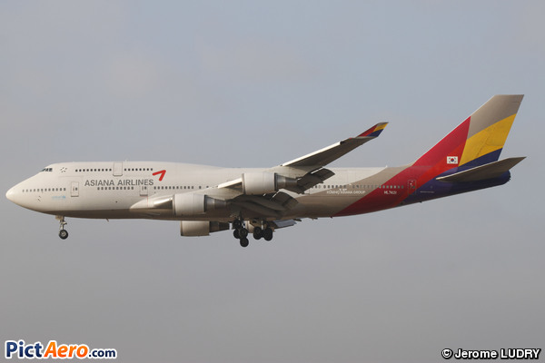 Boeing 747-48EM (Asiana Airlines)