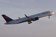 Boeing 757-232/WL (N663DN)