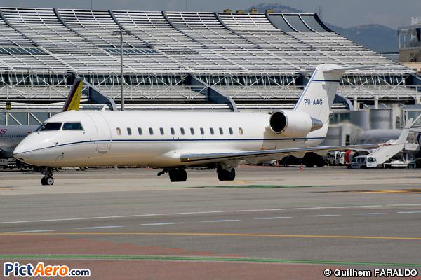 Canadair CL-600-2B19 Regional Jet CRJ-200ER (Solid Air)