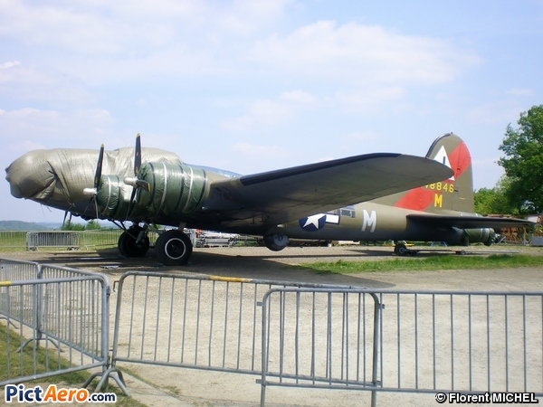 Boeing B-17G (Association Forteresse toujours Volante)